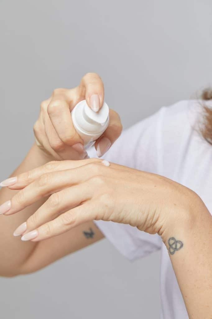 סרום קולגן למריחה על הידיים