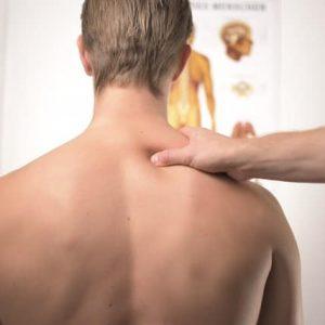 גבר סובל מאוסטאופורוזיס